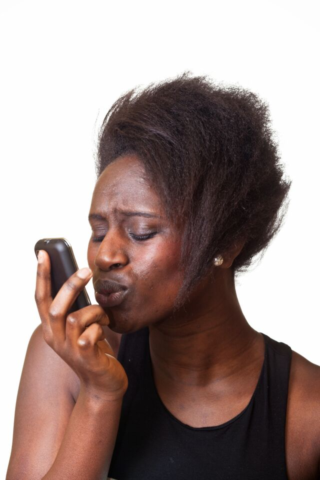 black_lady_kissing_phone
