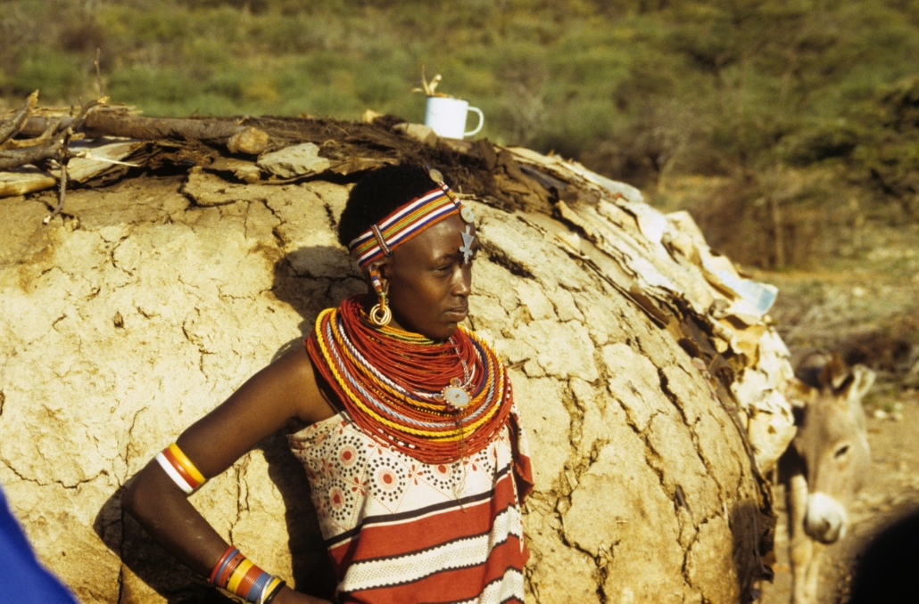 Kenyan woman wearing a traditional outfit as a sign for Diaspora heritage month