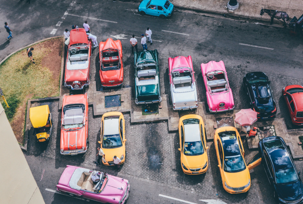 Cars in Cuba during the first Cubacel promo in 2021